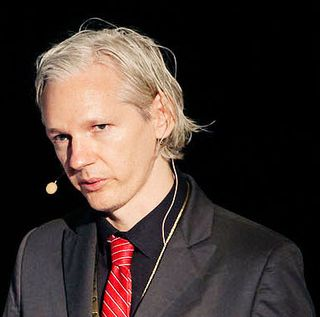 Julian_Assange_20091117_Copenhagen_1_cropped_to_shoulders